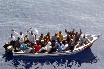 """La tragedia dei migranti vista da Maiorano  A Crotone la mostra sulle """"carette del mare"""""""
