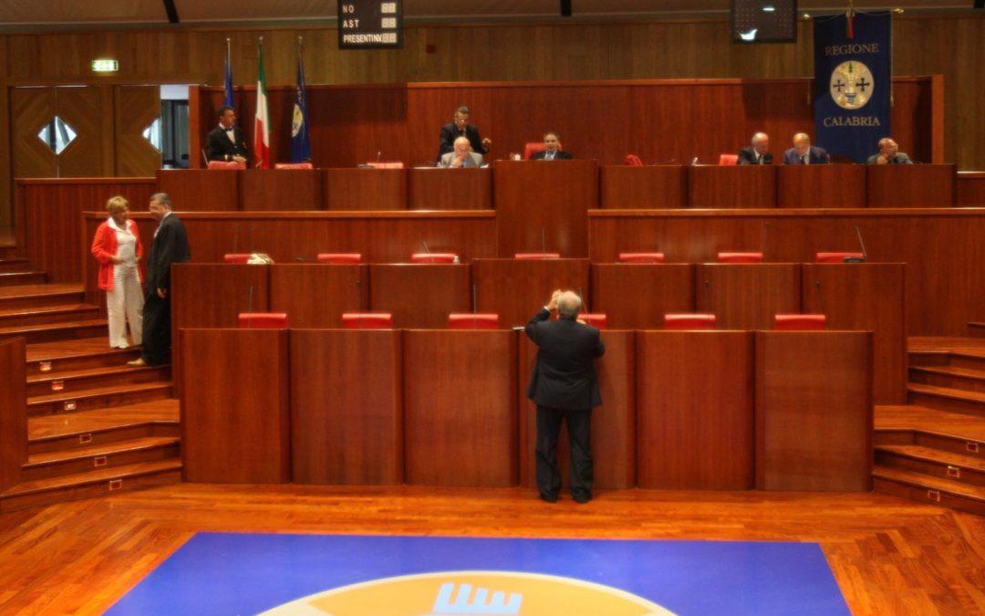 Consiglio regionale, niente dibattito sulla crisi L'opposizione esce: «No alla politica da spot»
