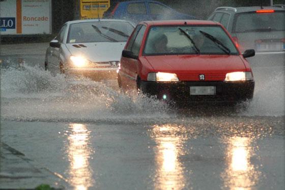 Allerta meteo, pioggia sulla Basilicata con venti di burrasca e rischio mareggiate