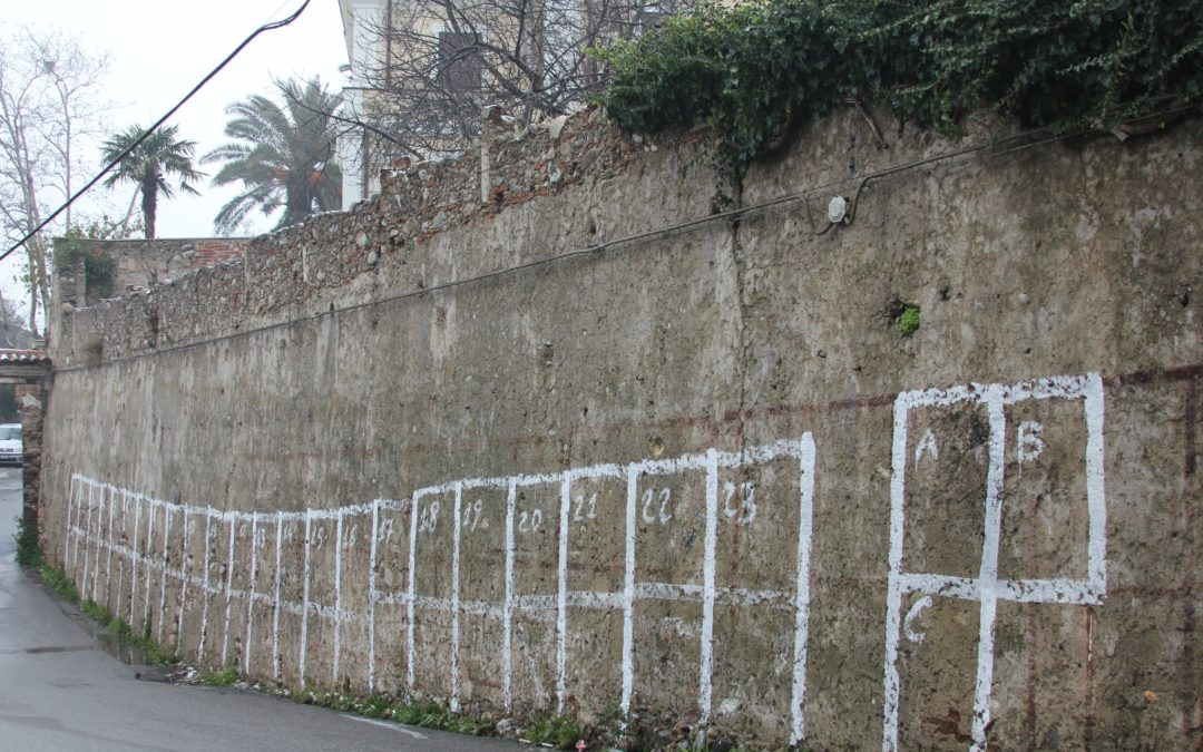 Se il Comune sceglie le mura storiche per far attaccare manifesti elettorali
