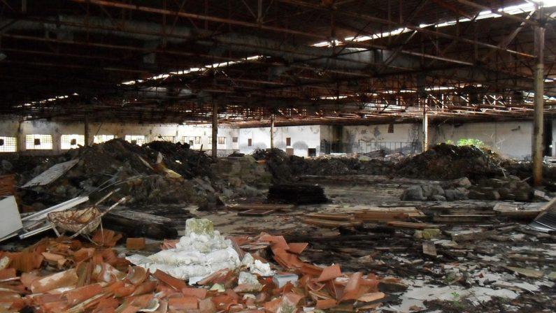Fuoriescono liquami da una discarica chiusa da anni: scatta il sequestro della struttura nel Reggino