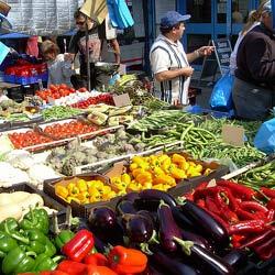 Venditori abusivi di frutta Sequestri e multe a Cosenza