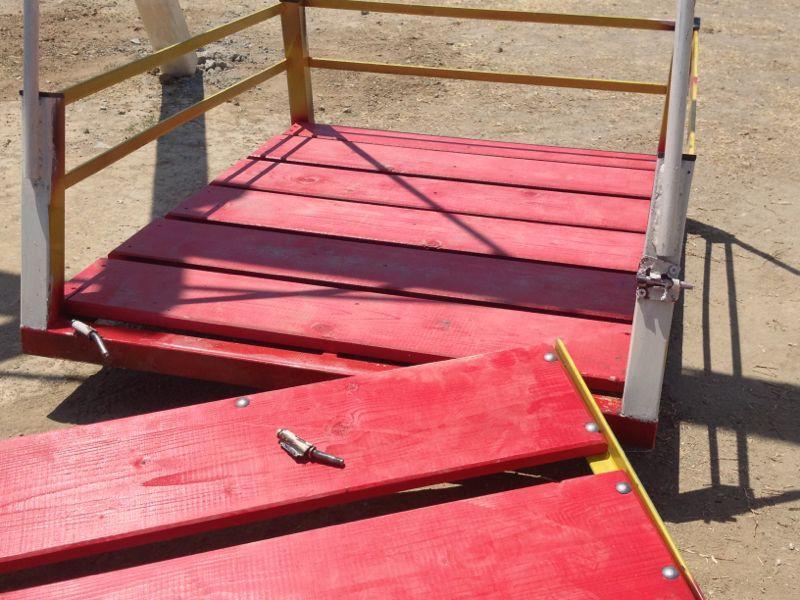 Locri, costruisce altalena per disabili e la dona al Comune: poche ore e i vandali la distruggono
