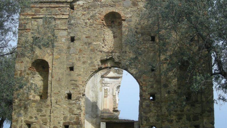Montegiordano, sequestrate parti murarie chiesa Erano a Gioia pronte per l'imbarco verso l'America
