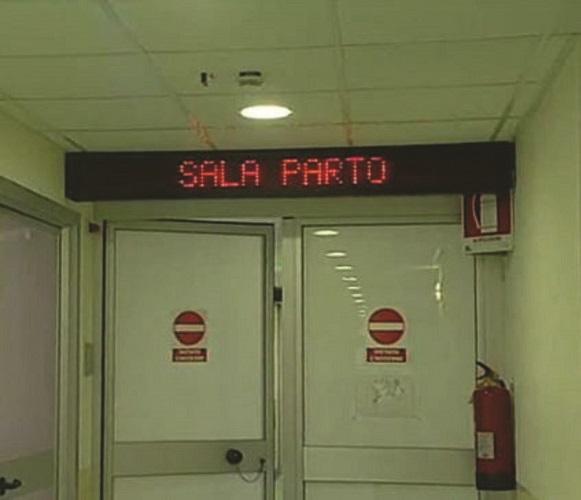 A Villa D'Agri non è più attivo il punto nascite, parto sulla barella al pronto soccorso di Polla