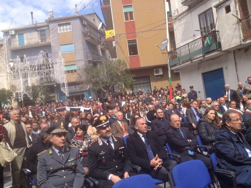 Le foto dell'inaugurazione del monumento a Lea Presente a Petilia anche il ministro Lanzetta