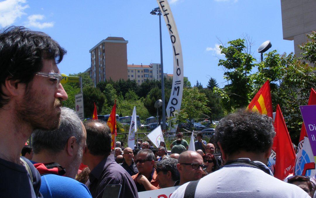 In quattrocento per dire no al petrolio le foto della manifestazione