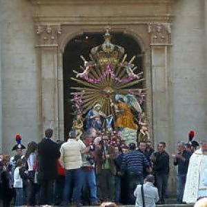 Processione rende omaggio al bossEcco chi è Peppe Mazzagatti