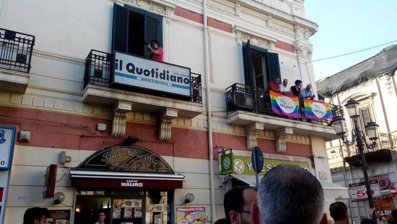 FOTO - Le immagini della festa del Gay pride che ha riempito di colori Reggio Calabria