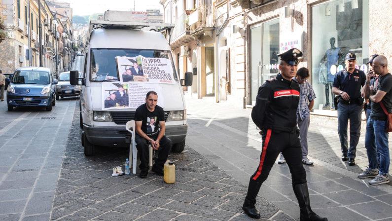 «Mio figlio è vittima di mafia»La protesta di Martino Ceravolo