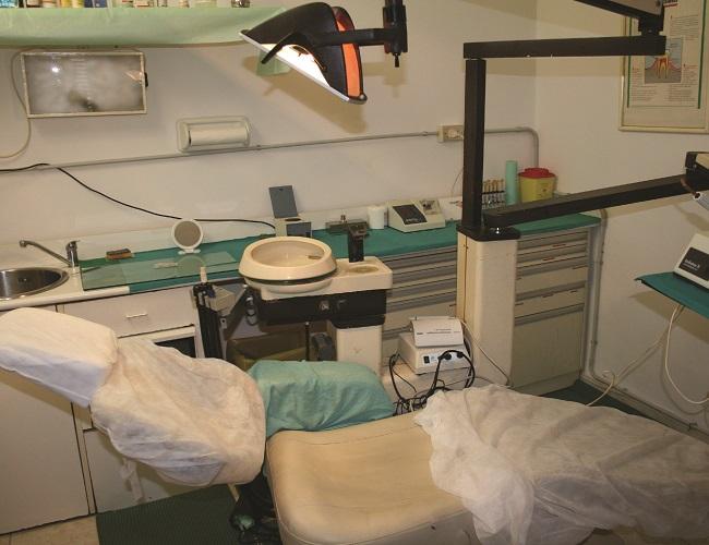 Napoli, anche 100 euro a visita: scoperto falso dentista