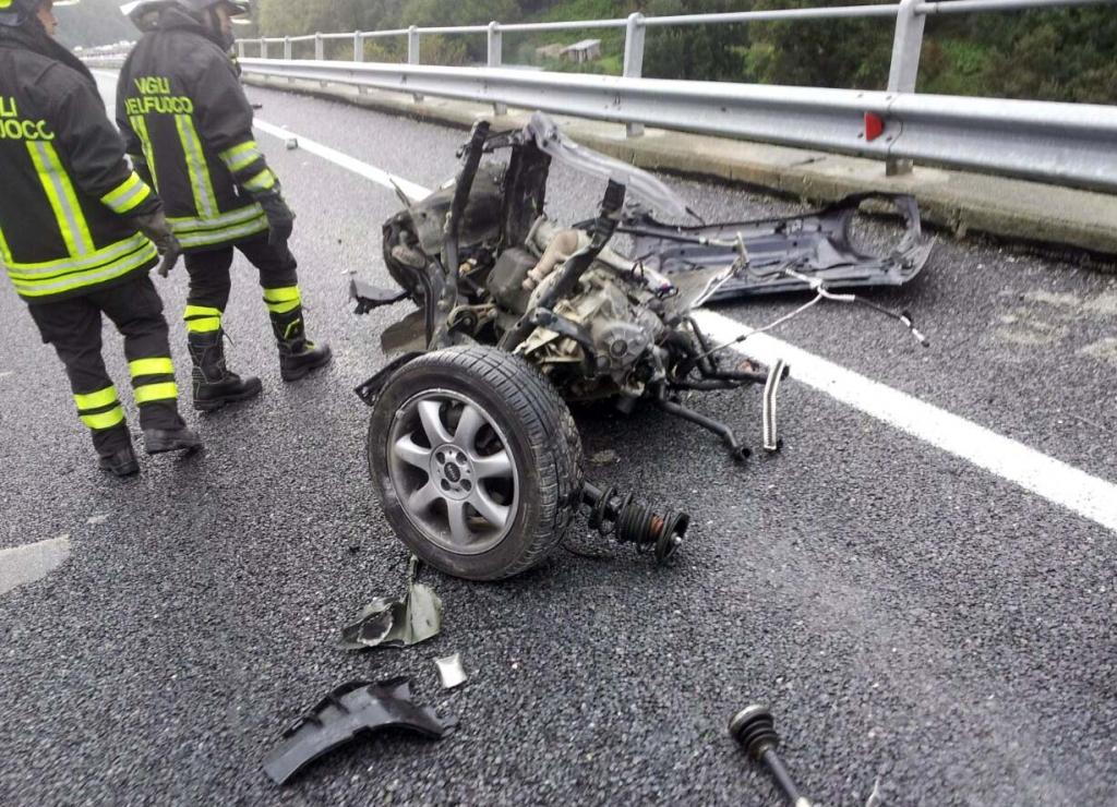 Auto distrutte: le foto dell'incidente con 6 morti nel Reggino