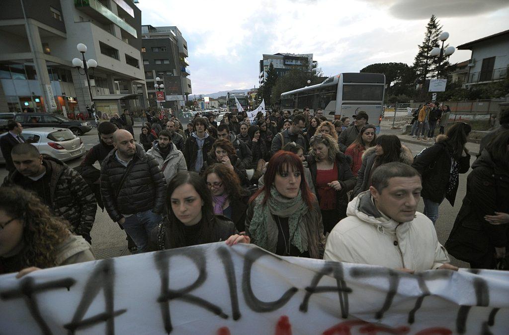 Bloccato svincolo autostradale Cosenza nord La protesta dei lavoratori di Infocontact