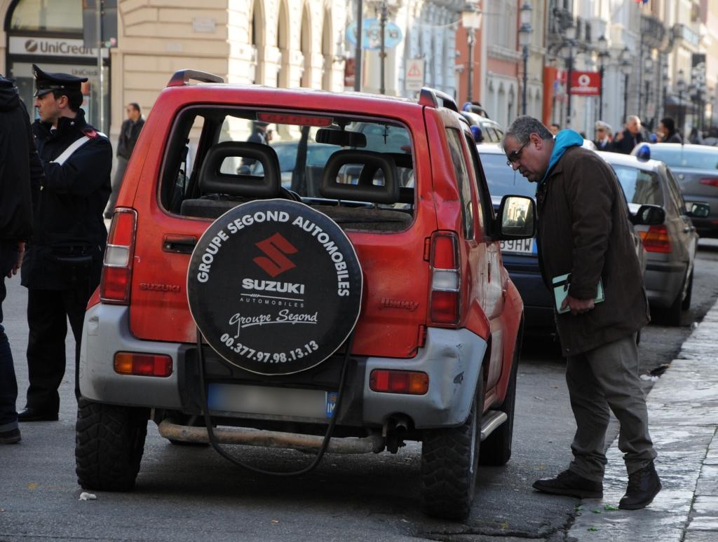 Spari davanti il teatro di Reggio, l'attentatore non era ubriaco. Indagini sulla pistola utilizzata