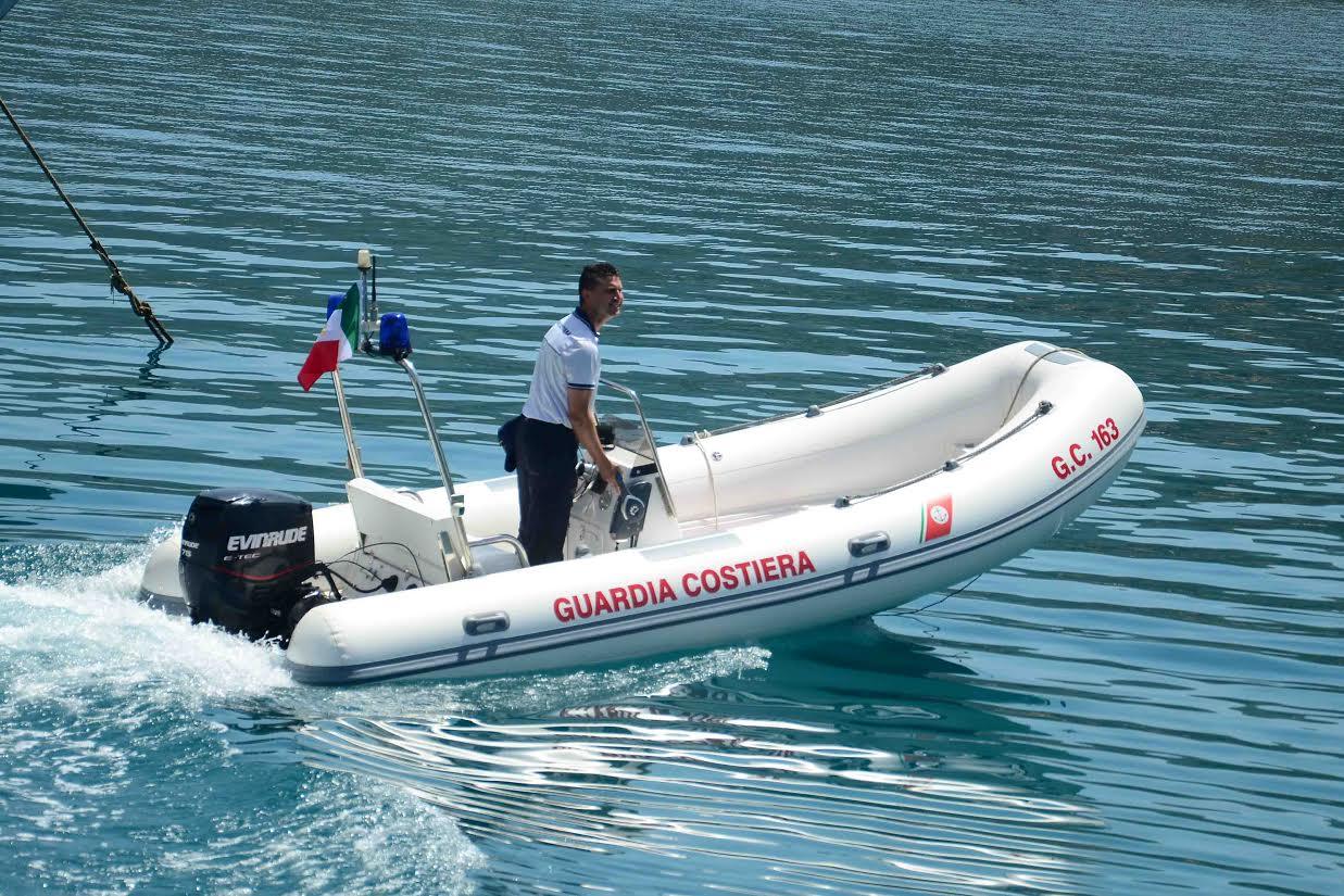 Due donne salvate in mare dalla Guardia costieraBloccate dalle onde e dal vento nel Cosentino