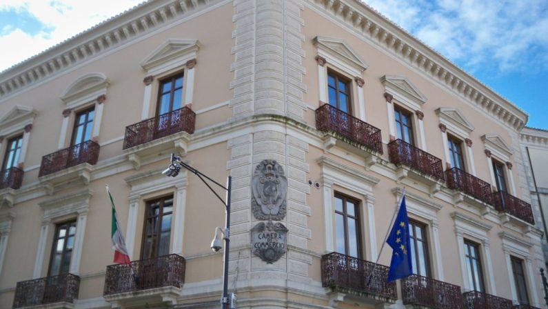 Arrestato dipendente Camera di commercio CatanzaroVia dall'ufficio dopo una mazzetta da un imprenditore