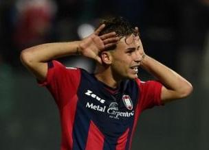 Serie A, Ricci torna a indossare la maglia del CrotoneL'attaccante: «Sono felicissimo e molto motivato»