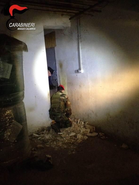 Latitante scovato in un bunker nel Reggino Ecco il covo dell'esponente del clan Alvaro