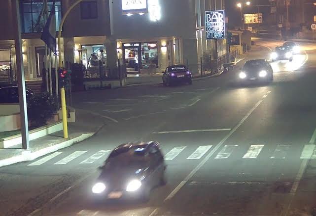 Trascina con l'auto l'ex compagno della sua fidanzata per 11 chilometri, arrestato un uomo nel Crotonese
