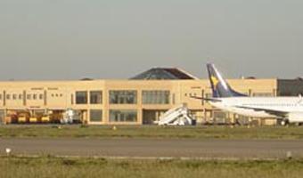 Scontro Ryanair e governo per aumento tariffeDa ottobre cancellati tutti i voli da Crotone