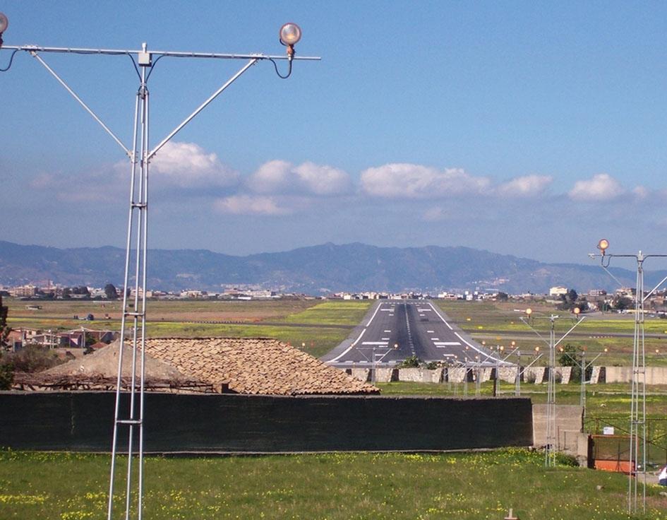 Sospese le gare per la gestione degli aeroportiReggio Calabria e Crotone dovranno aspettare