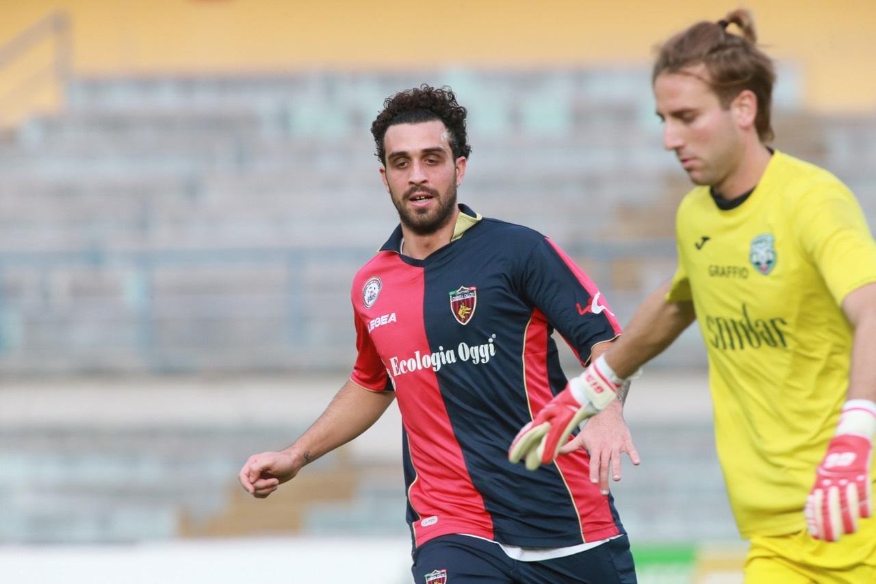 Calcio, il Cosenza riscatta l'attaccante Arrighini dall'Avellino