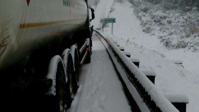 Blocco A3 per maltempo, l'Anas conclude indagine«Colpa dei mezzi senza catene e gomme da neve»