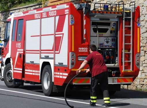 Dieci mezzi agricoli distrutti dalle fiammeDanni per due milioni di euro per un'azienda