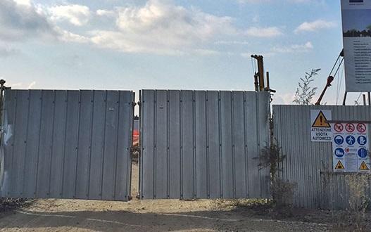 Petardo davanti al cantiere del palazzettoLamezia trema per l'escalation di intimidazioni