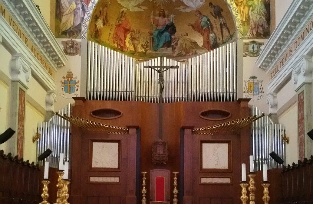 L'altare della Cattedrale di Mileto dove si celebreranno i funerali
