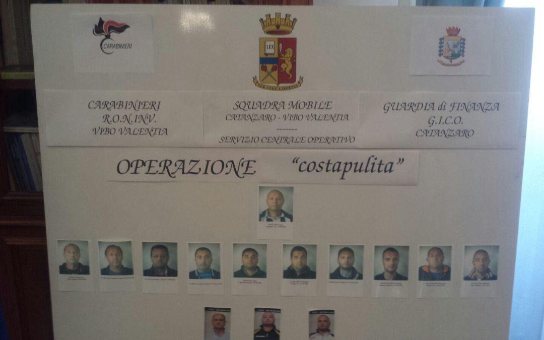Il cartellone degli indagati dell'operazione Costa Pulita