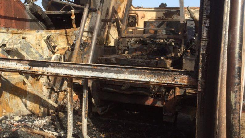 A Reggio Calabria dato alle fiamme un escavatore Il proprietario è il presidente di Confindustria