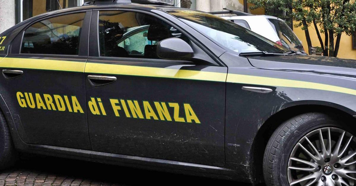 Avellino, maxi sequestro di farmaci scaduti e rubati: sequestri per mezzo milione di euro