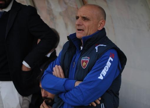 Lega Pro, il Cosenza pareggia in casa con il Catanzaroed esonera il tecnico Roselli, squadra affidata al vice