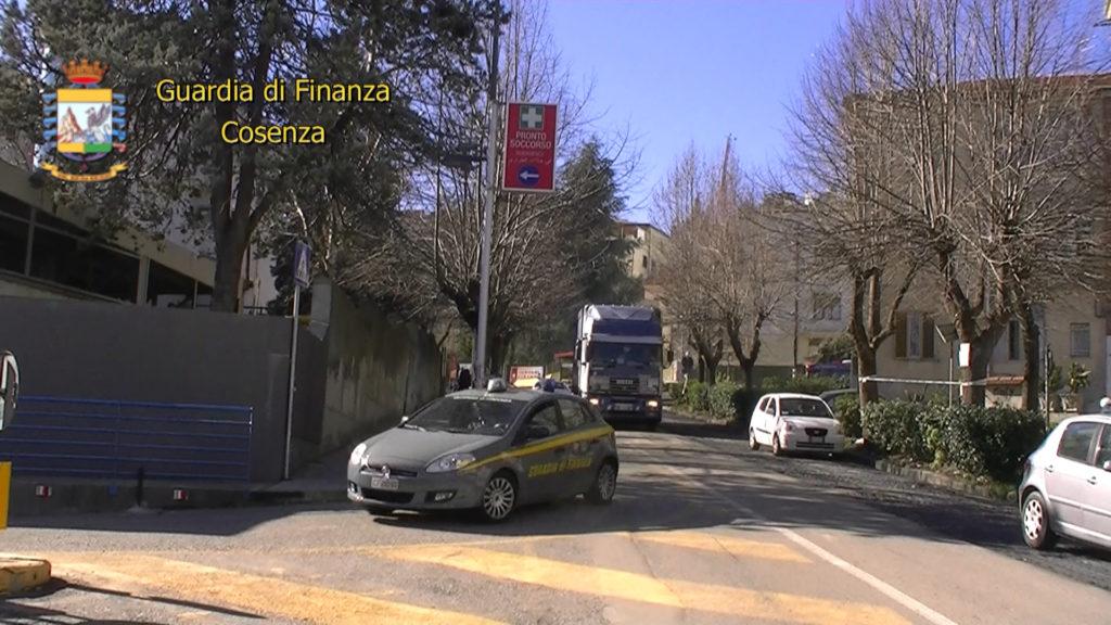 La Guardia di Finanza all'ospedale di CosenzaTroppe prestazioni gratuite: funzionari denunciati