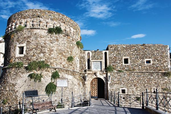 Aperta la cripta della chiesa di PizzoSi cerca il corpo di re Gioacchino Murat