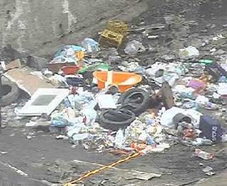 Lotta all'abbandono dei rifiuti, a Crotone parte sistema di controllo: foto trasgressori sui social