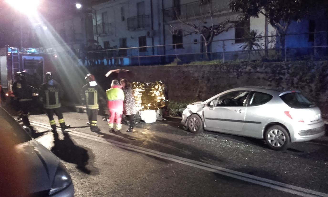 Drammatico incidente stradale a RendeSi ribalta una Smart, muore un uomo