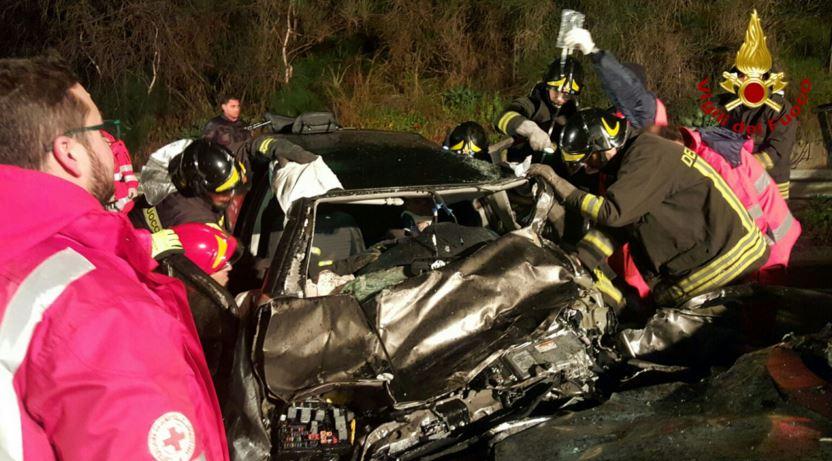 Incidente tra quattro auto nel Crotonese