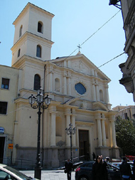 Ruba i soldi delle offerte in chiesa a Catanzaroma viene sorpreso e arrestato dalla polizia