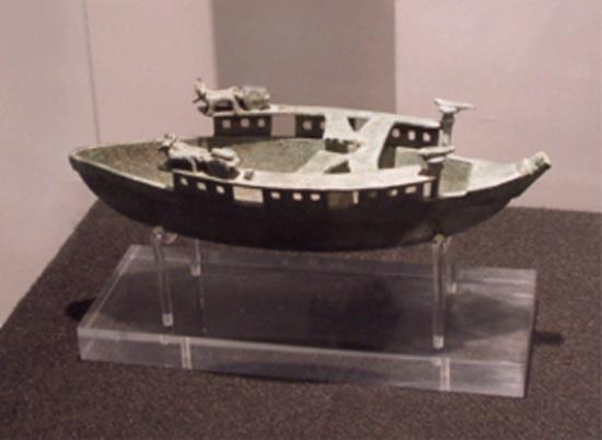 """La """"Barchetta nuragica"""" è tornata nel Museo nazionale archeologico di Crotone"""