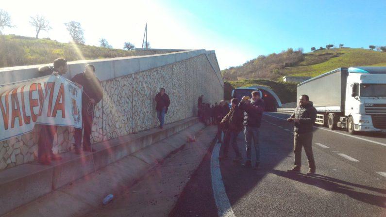 Manifestazione dei lavoratori della Provincia di Vibo In occasione della visita in Calabria del Premier Renzi