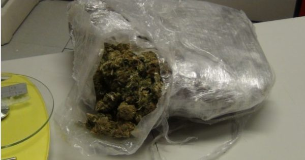 Droga, 37enne reggino sorpreso con soldi e marijuana: arrestato durante un controllo
