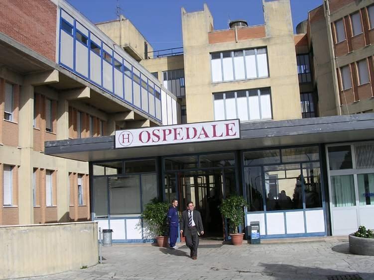 Il reparto di Ortopedia dell'ospedale di Locri è chiuso, il sindaco scrive a cittadini e turisti: «Evitate di farvi male»