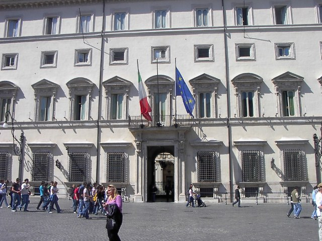 Perché serve un governo guidato da un timoniere internazionale: il mondo non aspetta l'Italia