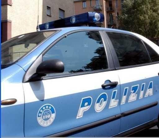 Tentano di speronare l'auto della polizia per fuggireArrestate per possesso di droga due persone nel Lametino