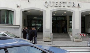 Reggio, rapina due donne in strada e si fa aiutaredal figlio di 13 anni: arrestato, giovane dalla madre