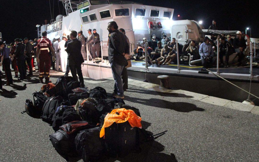 Reggio, nuovo sbarco di migranti in Calabria  Accolti al porto oltre 950 persone