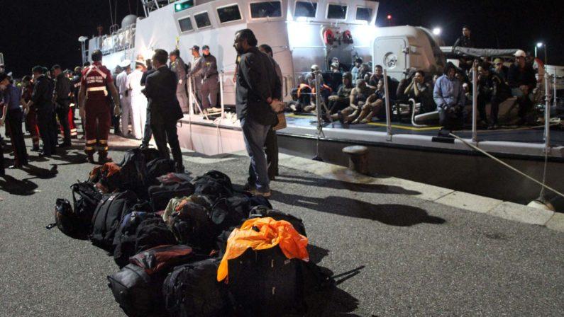Nave di immigrati arrivata a Reggio CalabriaSono 243 persone: andranno in varie regioni