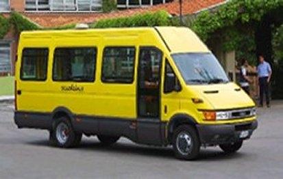 Scuolabus finisce fuori strada nel Cosentino, feriti 4 studenti e l'autista